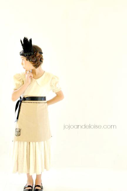 #WorldMarket holiday dish towel diy Apron jojoandeloise.com