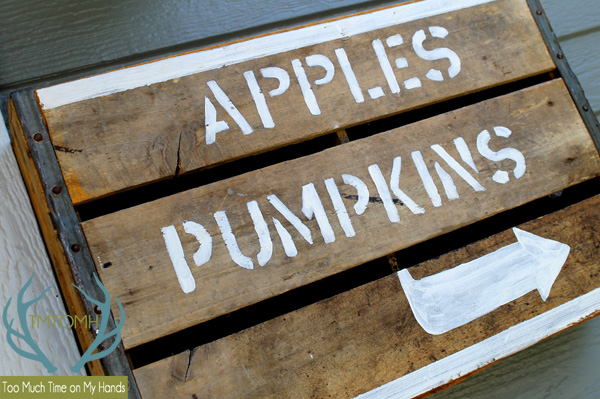 Easy-DIY-Fall-Crate-Sign-from-TMTOMH-Too-Much-Time-on-My-Hands-1-copy