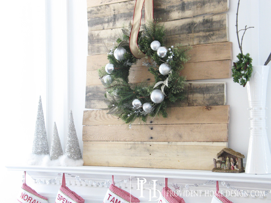 Christmas-Pallet-Project-Rustic-Mantle-Decor