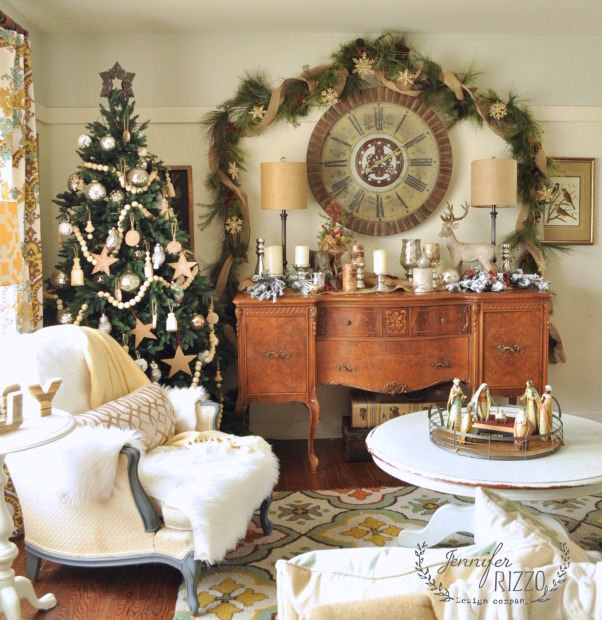 Jennifer-Rizzo-living-room-with-garland-602x620