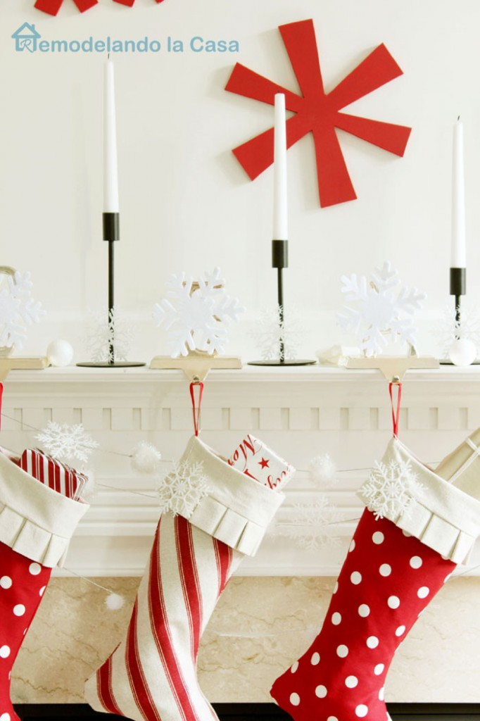 red and white Christmas mantel4