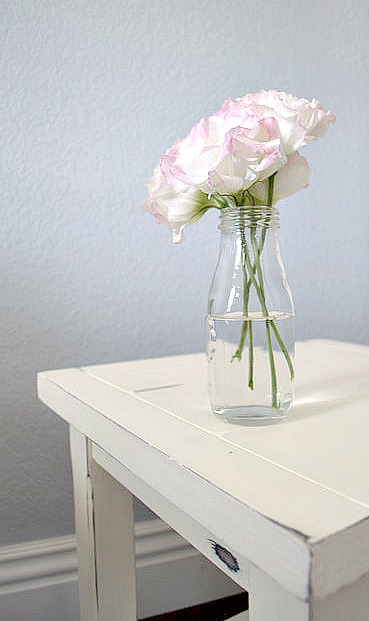 How to paint a side table using chalky paint