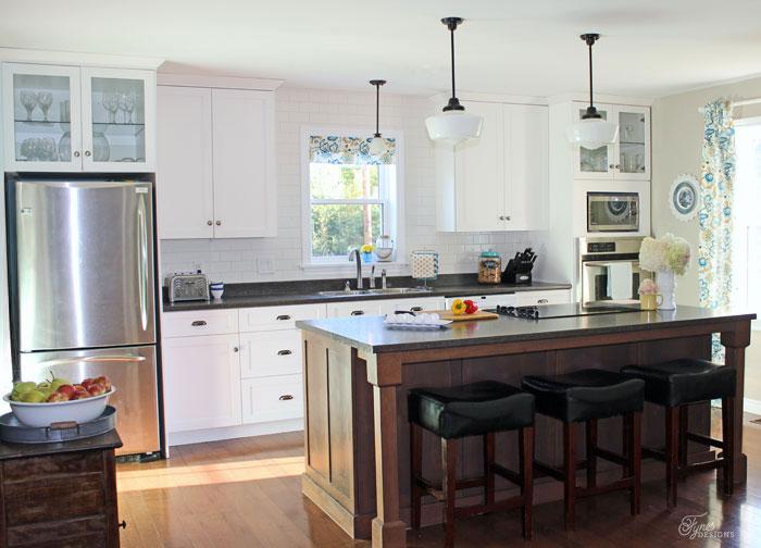 white-farmhouse-kitchen