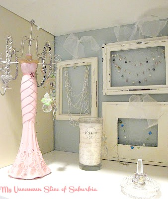 Paint those old frames and turn them into jewelry holders