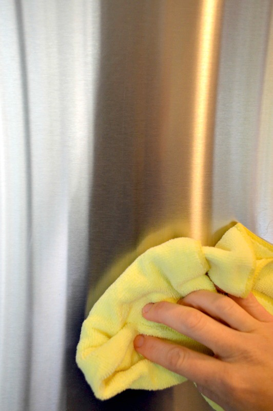 How to naturally polish stainless steel with baby oil