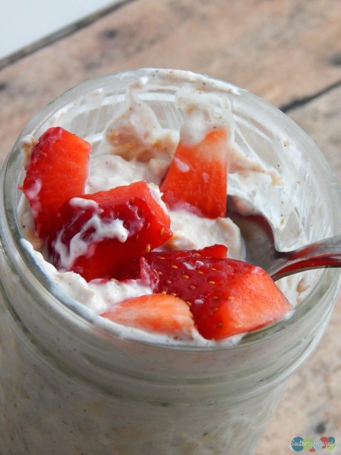 Strawberry-Cheesecake-Overnight-Oats-final