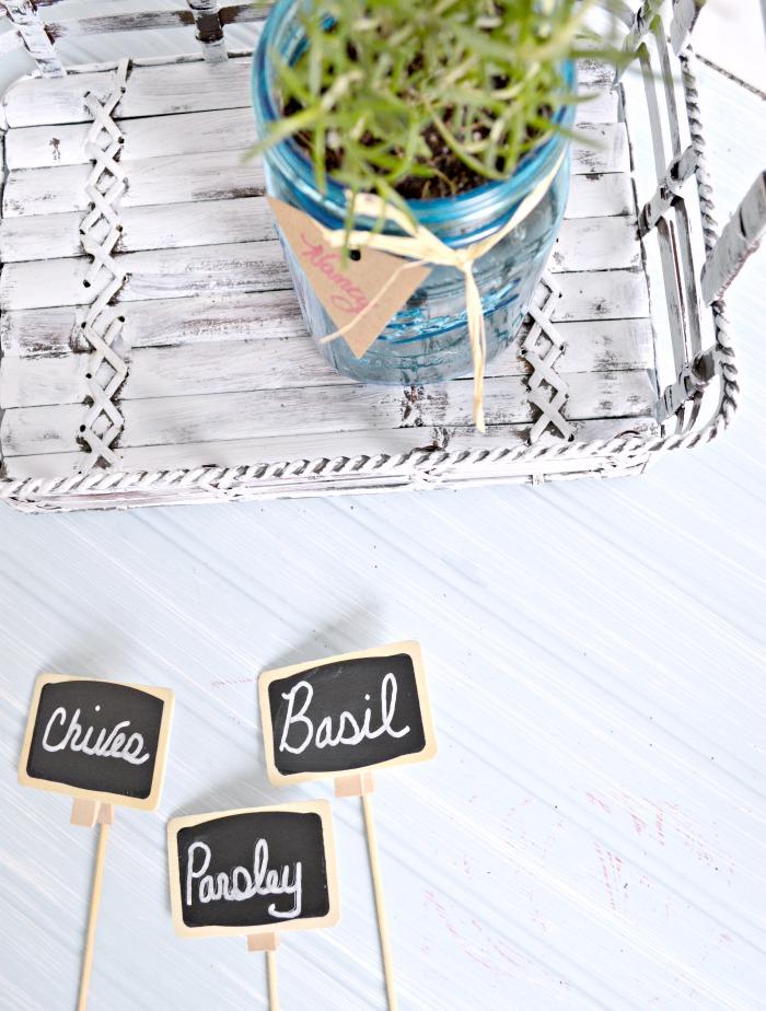 Chalkboard markers for a herb garden, great idea!