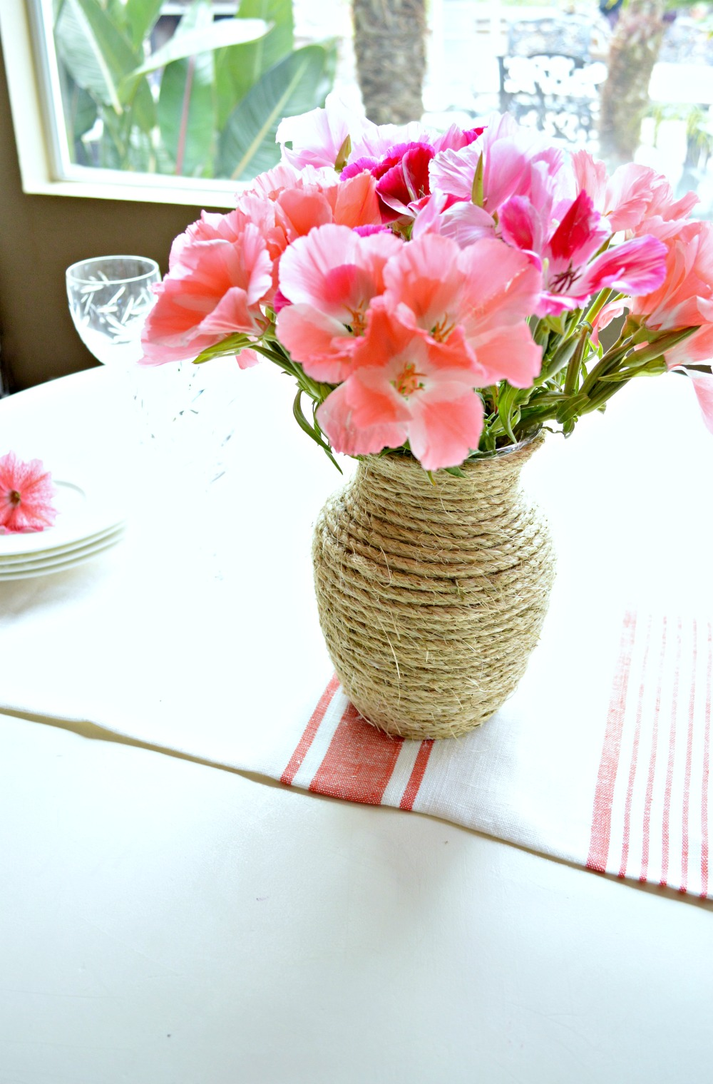 Great tutorial on how to turn a ordinary vase into a beautiful twine vase