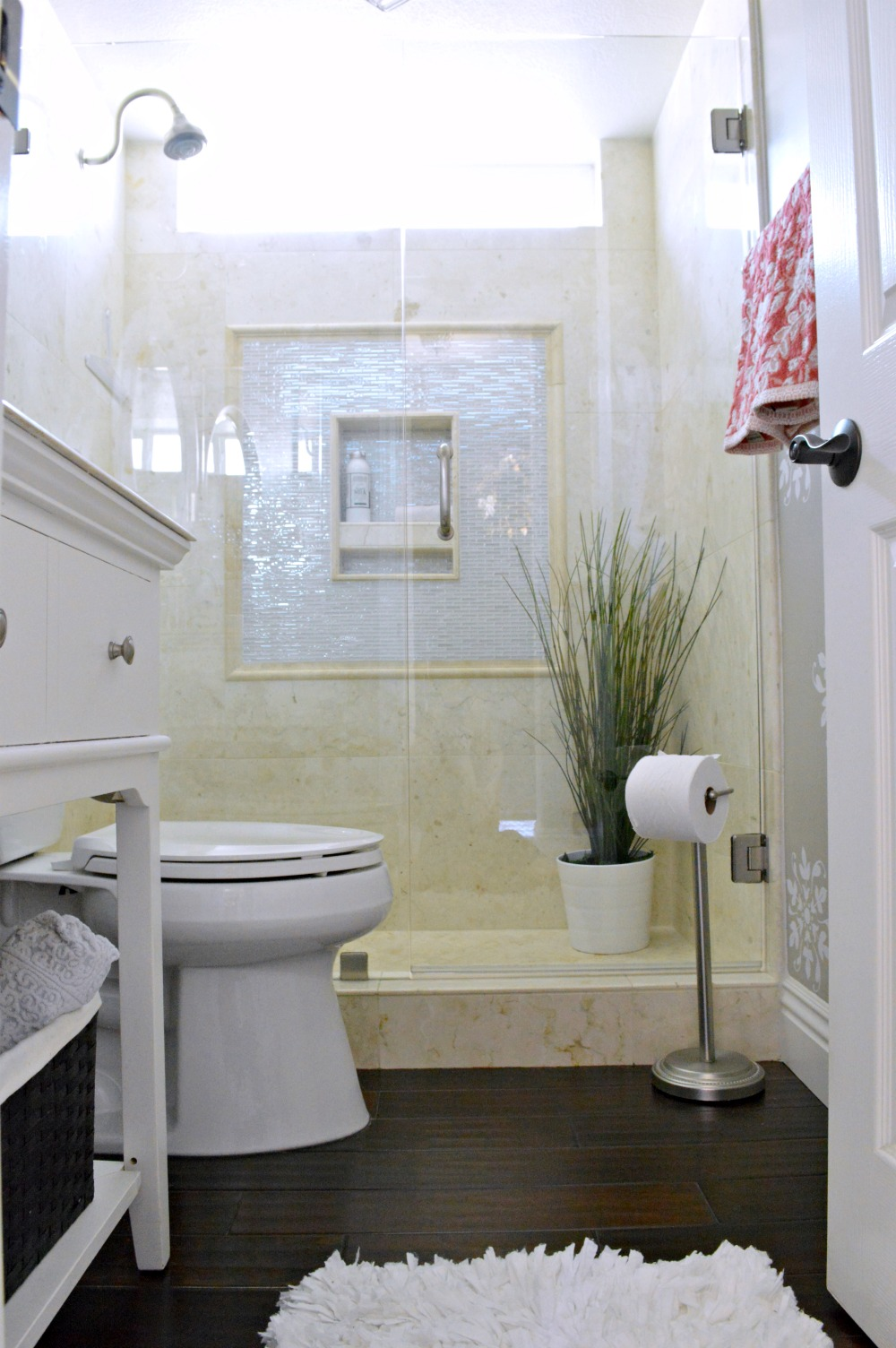 Nice elegant small bathroom