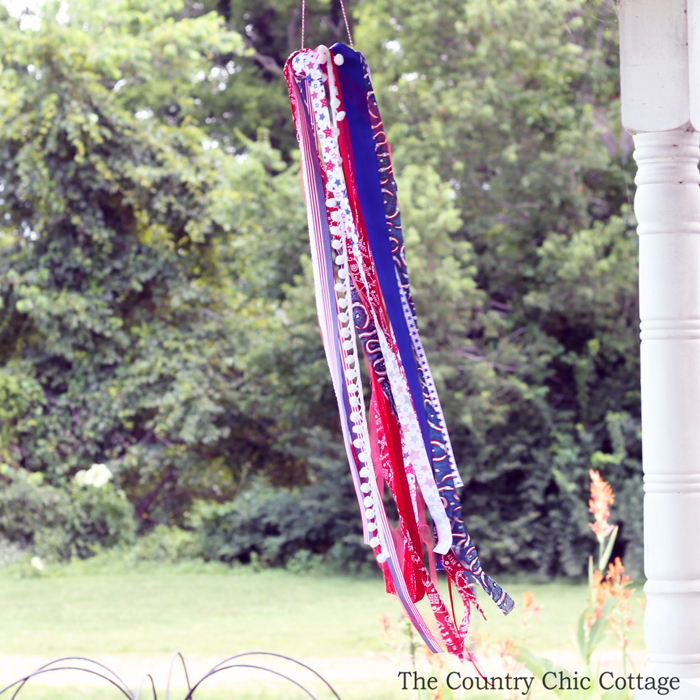 patriotic-windsock-kids-craft-idea-007