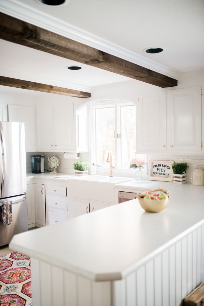white-farmhouse-kitchen-makeover-with-gold-accents-01-2-700x1049