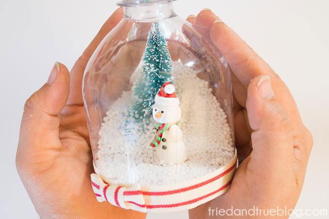 diy-recycled-snow-globe-9
