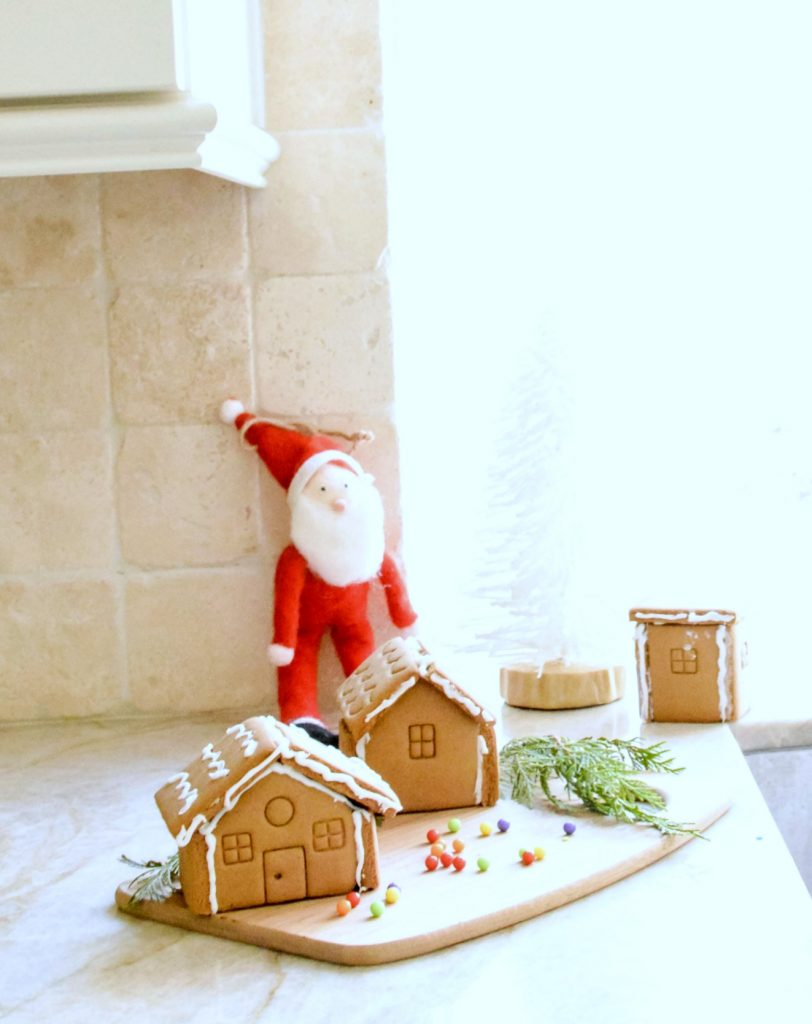 gingerbread-houses-in-the-kitchen-for-christmas