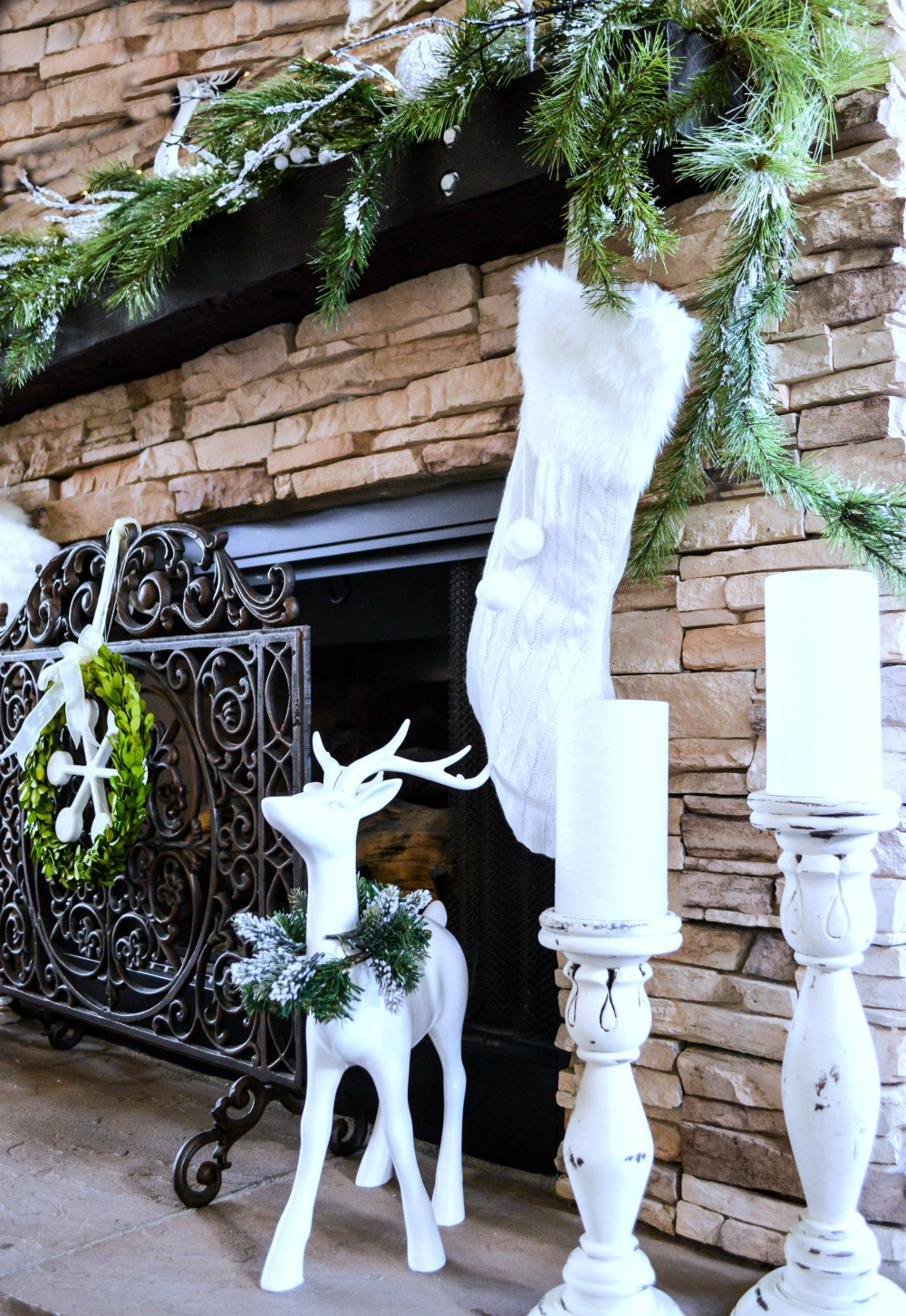 christmas-mantel-dressed-in-green-and-white