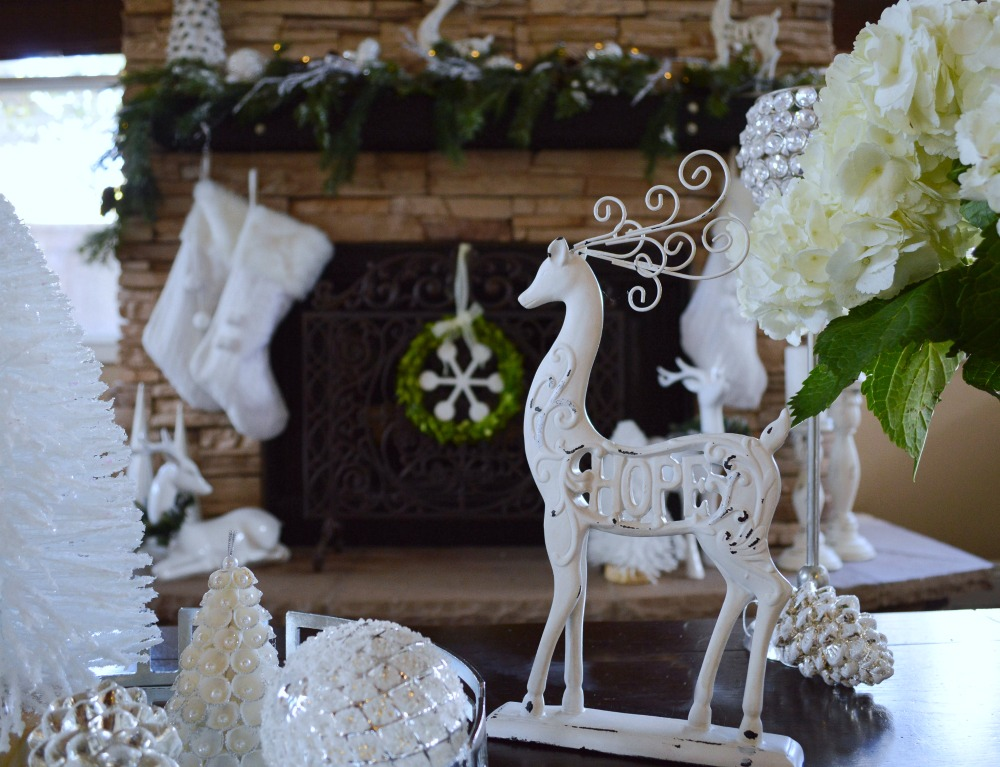 christmas-mantel-with-white-and-green