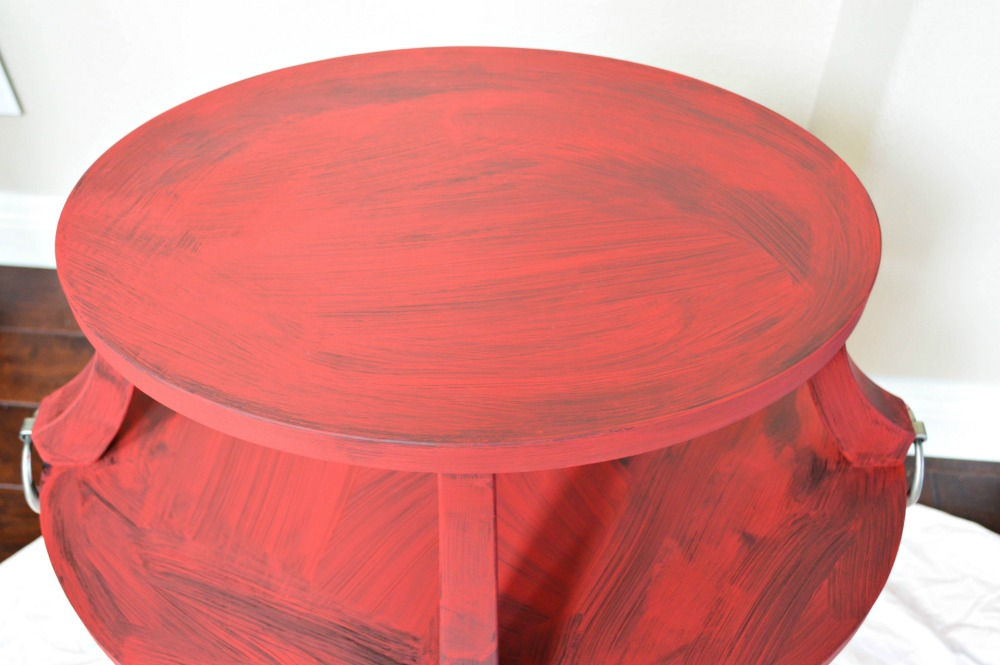 using-chalk-paint-to-completely-transform-the-look-of-a-table