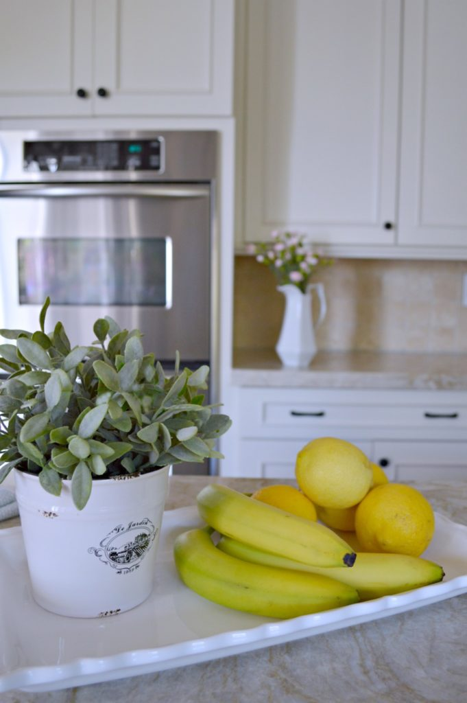 Simple and easy ways to decorate a kitchen