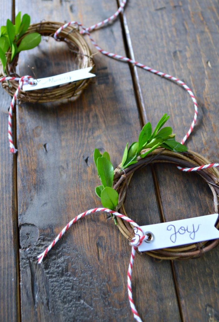 DIY Grape Vine Wreath Ornament, perfect on the christmas tree, on a present or a table setting!