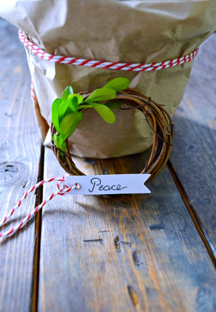 DIY Grapevine Ornament Wreath perfect on the christmas tree, on a present or a table setting!