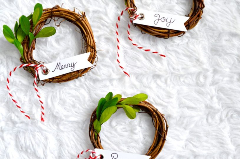 Learn how to make gorgeous Grapevine wreath, would make a perfect Christmas ornament or place setting!