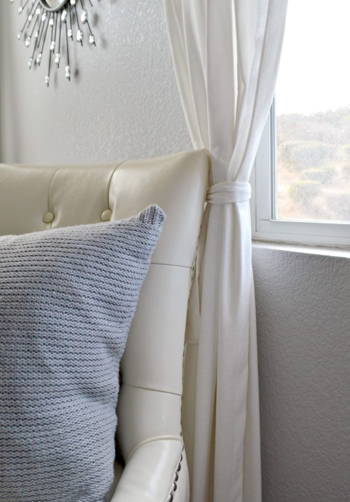 Turn a old sweater into a cozy pillow , great step by step tutorial!