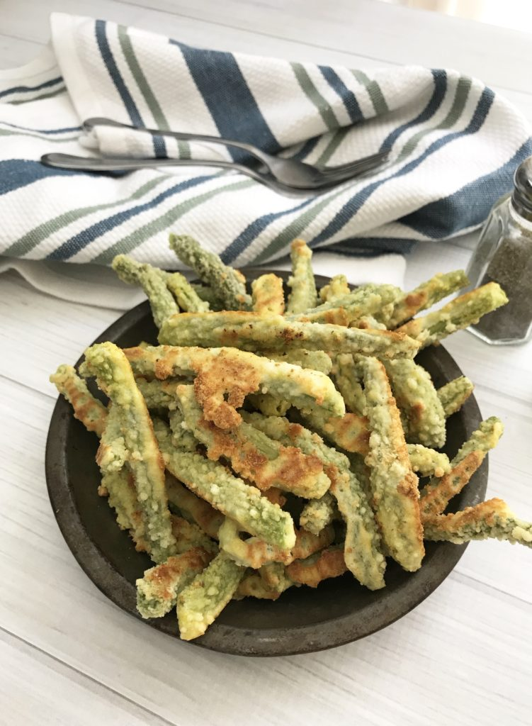 Oven baked green beans, so easy to make and much more healthy then frying! So delicious!