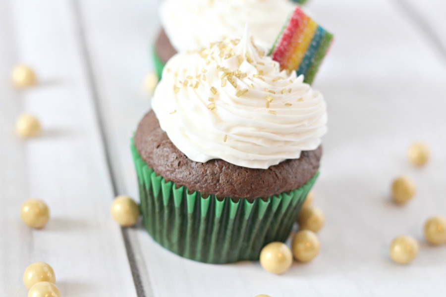 Gold at the End of the Rainbow Cupcakes, cute idea for saint patricks day