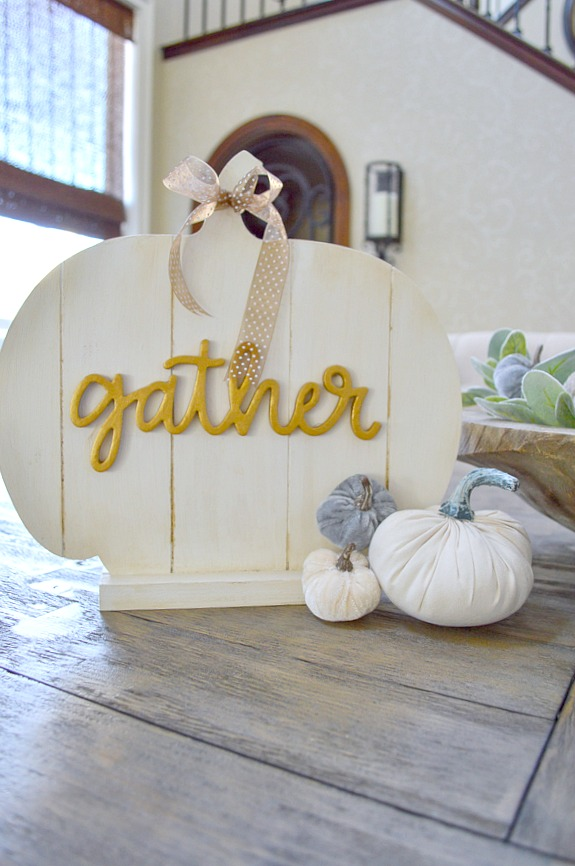 Great tutorial on How to make a farmhouse slat pumpkin sign